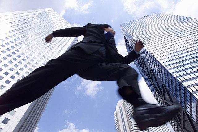サラリーマンの副業で年収2千万円稼ぐ人が会社を辞めない理由とは