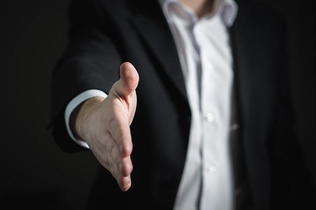 【転職の悩み】会社を辞めるかどうかを同僚に相談しても無意味です